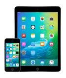 苹果计算机iPad与iOS 9的空气2和iPhone 5s在显示 免版税库存照片