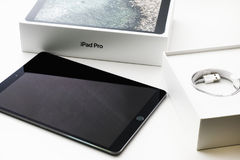苹果计算机iPad赞成10 5箱中取出 免版税图库摄影