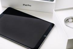苹果计算机iPad赞成10 5箱中取出 免版税库存图片
