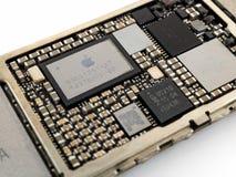 苹果计算机iPhone 6力量管理集成电路芯片 免版税库存照片