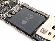 苹果计算机iPhone 6 CPU集成电路芯片 免版税库存图片