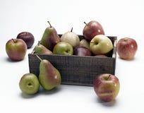 苹果配件箱梨 免版税库存图片