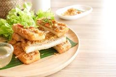 苹果酱 酥脆虾三明治或虾t亚洲开胃菜  免版税库存照片