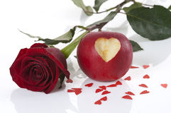 苹果雕刻了重点红色上升了 库存照片