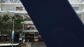 苹果零售店在中部区,香港 在苹果计算机商店里面的人群人 股票录像