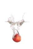 苹果飞溅水 图库摄影