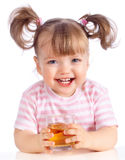 苹果饮用的女孩汁液少许 图库摄影