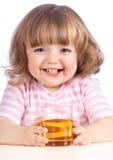 苹果饮用的女孩汁液少许 免版税库存图片