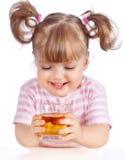 苹果饮用的女孩汁液少许 免版税库存照片