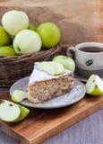苹果饼片断用桂香 图库摄影