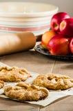 苹果馅饼和苹果垂直  图库摄影