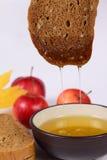 苹果黑面包蜂蜜红色 免版税库存图片