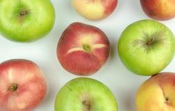 苹果,油桃果子汇集顶视图,在白色背景 有用的果子 库存照片