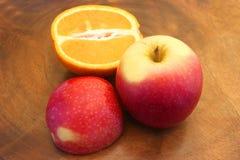 苹果&橙色切片 免版税库存图片