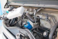 范加油在加油站的气体 免版税库存图片