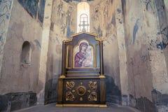 范,土耳其- 2013年9月30日:圣洁十字架(Akdamar Kilisesi)的大教堂的内部 免版税库存图片