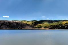 范,土耳其- 2013年9月28日:湖内姆鲁特火山火山口Ilica  免版税库存图片