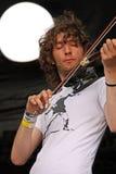 范围民间爱尔兰脖子岩石小提琴手 库存图片