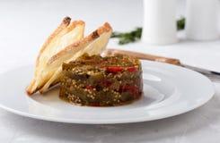 茄子和红色甜椒开胃菜  免版税库存图片