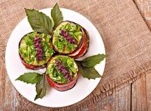 茄子和蕃茄开胃菜与蓬蒿 库存图片