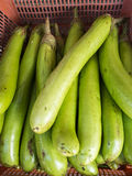 茄子在地方市场上 免版税库存照片
