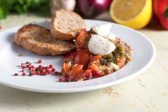 茄子意大利开胃菜用无盐干酪乳酪 在菜背景 免版税库存照片