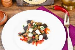 茄子沙拉用辣椒粉,希脂乳 免版税库存图片