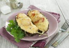 茄子烘烤与菜和乳酪 图库摄影