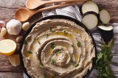 茄子酵母酒蛋糕在板材的ghanoush特写镜头开胃菜  horizont 库存照片