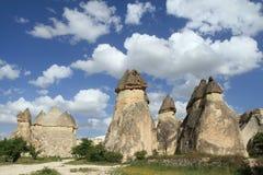 阴茎在卡帕多细亚塑造了在爱谷的石头,岩层 免版税库存图片