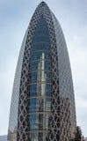 茧大厦反射L形的摩天大楼 免版税库存照片