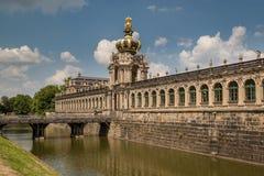 茨温格宫宫殿的冠门在德累斯顿 库存照片