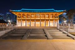 茵契隆,传统韩国样式建筑学在晚上在茵契隆,韩国 库存图片