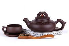 茶、杯子、茶壶和米 免版税图库摄影