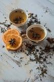 茶、桔子和茴香在背景 免版税库存图片