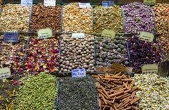 茶、香料在埃及人和盛大义卖市场在伊斯坦布尔 火鸡 免版税库存照片