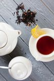 茶与茶壶的 顶视图 库存照片