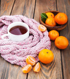 茶与围巾和蜜桔的 库存图片