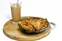 茶和乳酪蛋糕 免版税库存照片