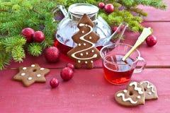 茶和圣诞节曲奇饼 库存图片