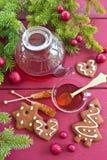 茶和圣诞节曲奇饼 图库摄影