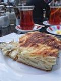 茶和小馅饼一顿传统土耳其早餐 图库摄影