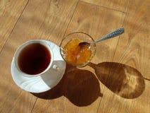 茶和果酱 免版税图库摄影
