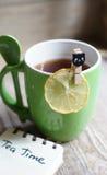 茶和柠檬 免版税库存照片