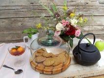 茶和玫瑰 免版税图库摄影