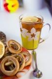 茶和甜点杯子 库存照片
