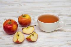 茶和苹果 库存图片