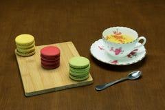 茶和蛋白杏仁饼干3 免版税库存图片
