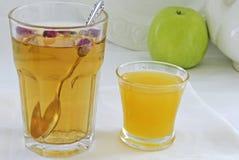 茶和蜂蜜 免版税库存图片