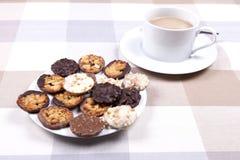 茶和饼干 免版税图库摄影